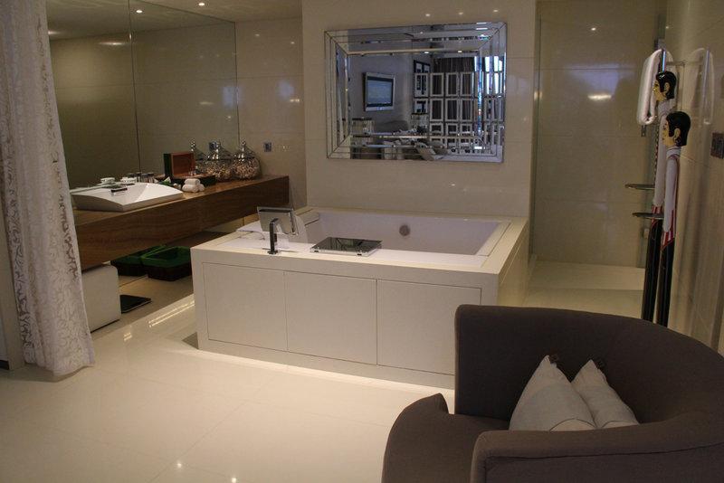 Champs Elysee - Bath Room