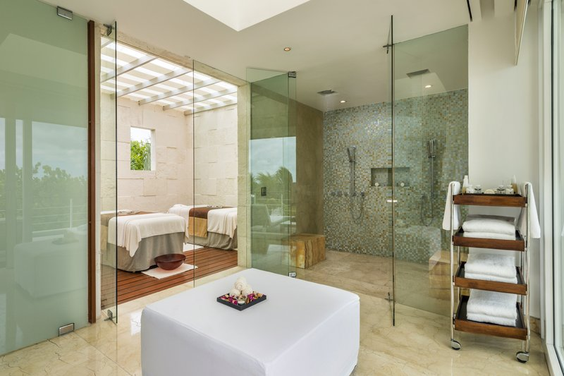 Beach Front Presidential Suite Main Bathroom