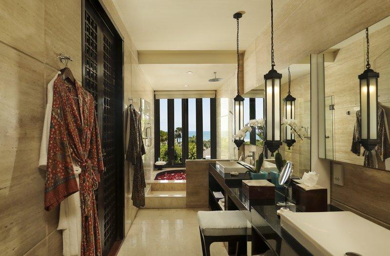 Ocean View Suite Bathroom