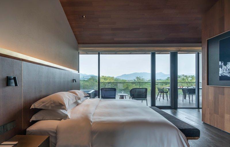 Deluxe View Suite A Bedroom