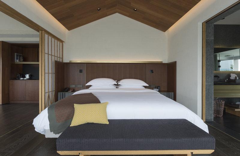 Deluxe View Suite B Bedroom