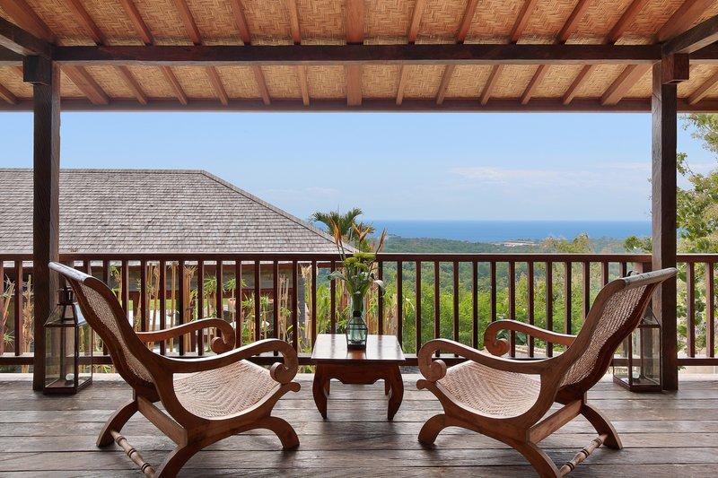 Studio Ocean View Jacuzzi Villa - Joglo Balcony