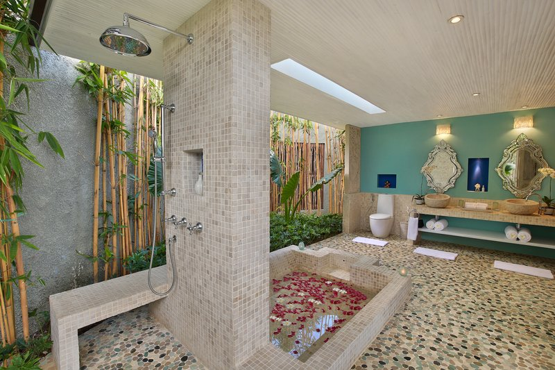 One Bedroom Ocean View - Santorini Bathroom