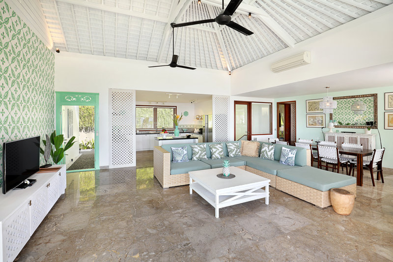Three Bedroom Ocean View Pool - Living Area