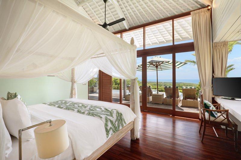 Three Bedroom Ocean View Pool