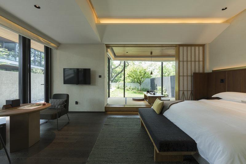 Courtyard Suite Indoor Area