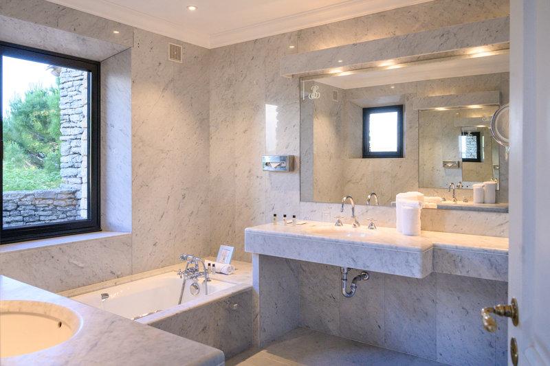 Lilly Junior Suite Bathroom