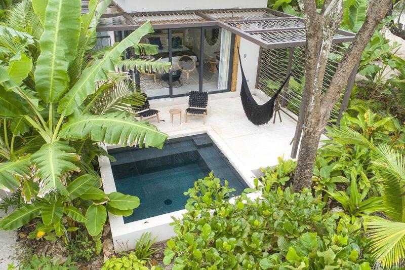Pool View Ninta Bungalow