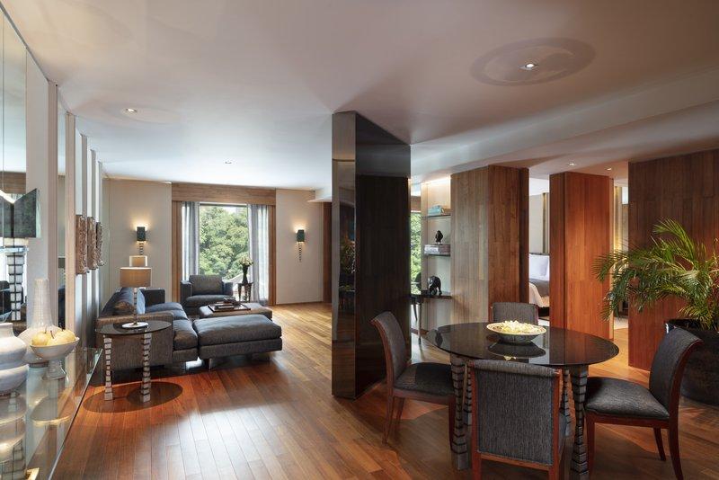 Club Premier Suite Living Room