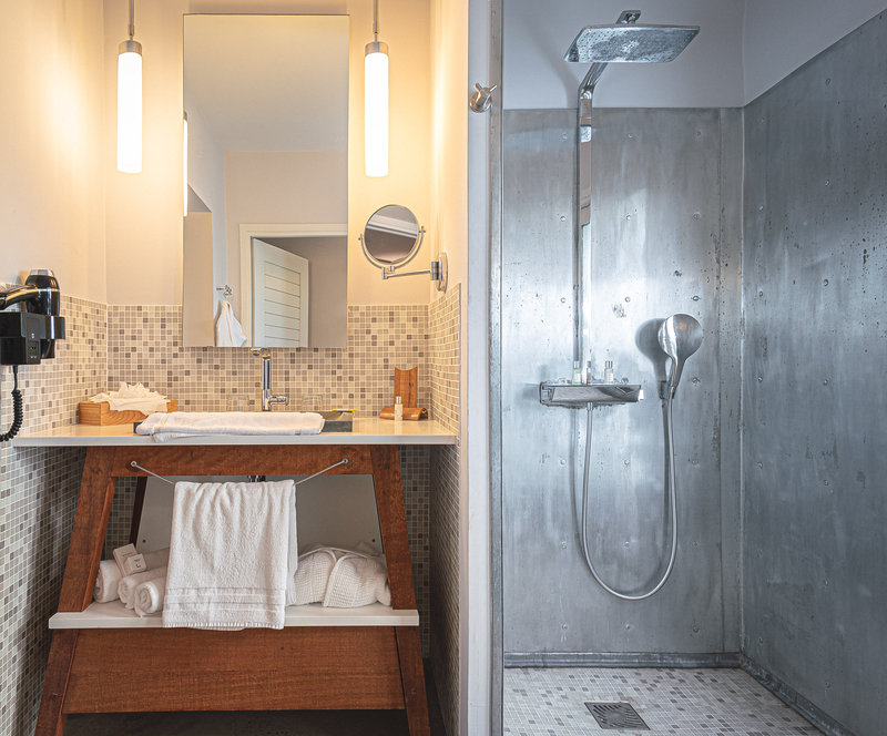 Ti Suite Bathroom