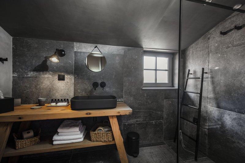 Romantic Suite Bathroom