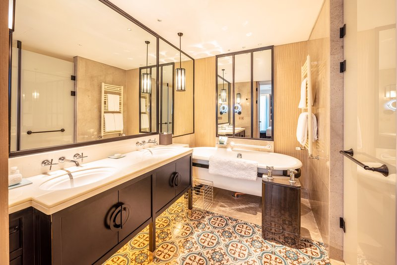 Infinity Suite Bathroom