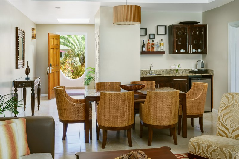 Royal Cinnamon And Saffron Beach Suite Dining
