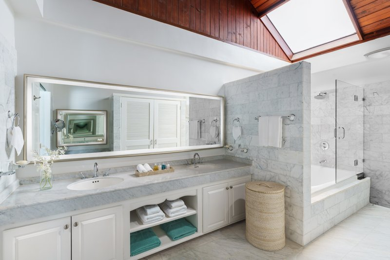 Royal Collection Pool Suite Bathroom