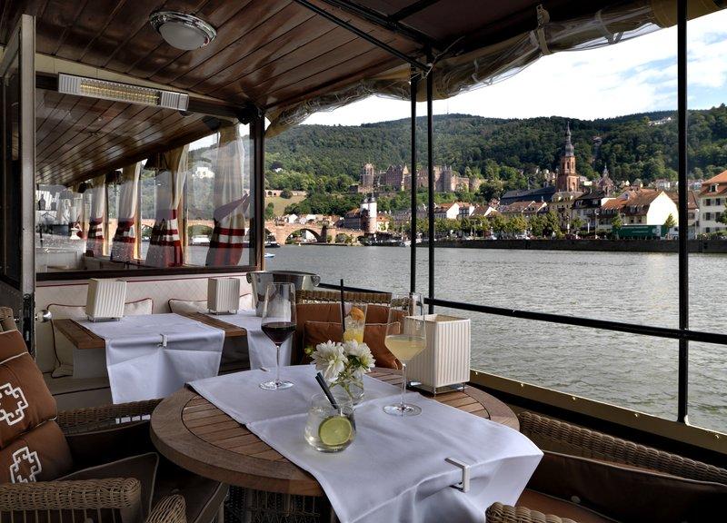 Patria Dine Lounge