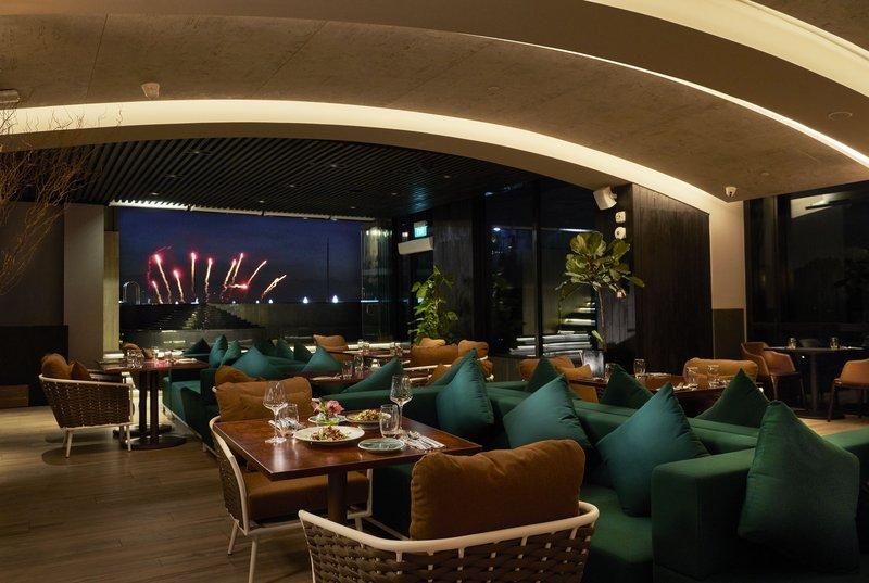 Restaurant (Night )