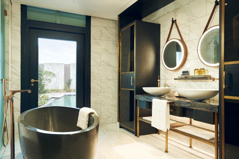 Premier Room With Pool Access Bathroom