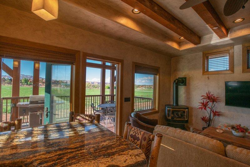 Cougar Ridge Casita Living Room