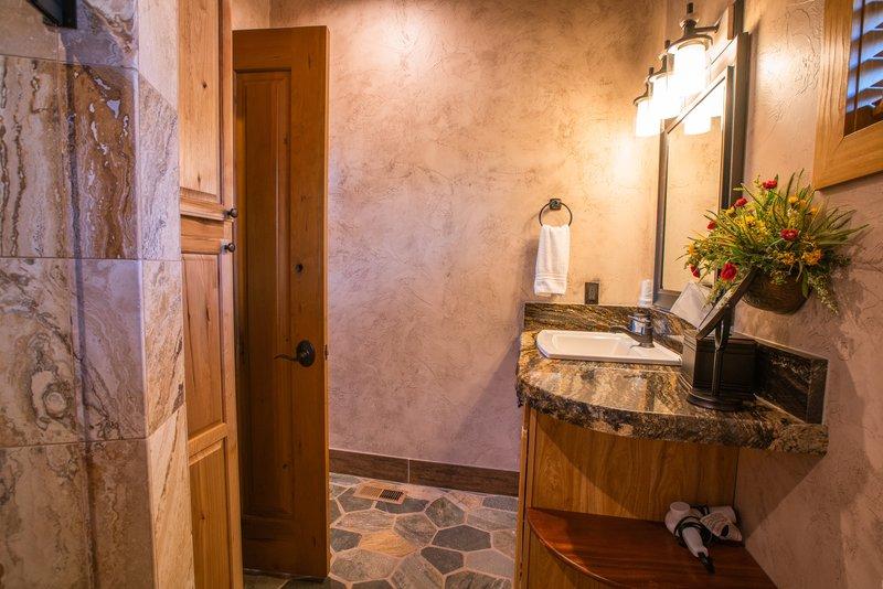 Cougar Ridge Casita Bathroom