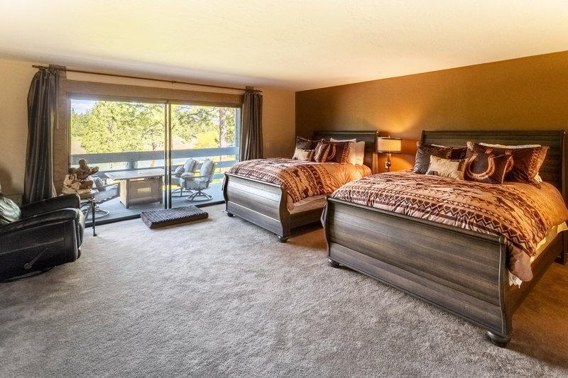 Lakefront Lewis & Clark Suite