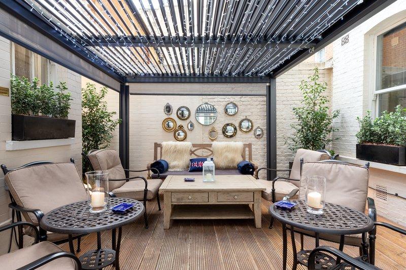 Cognac & Cigar Garden