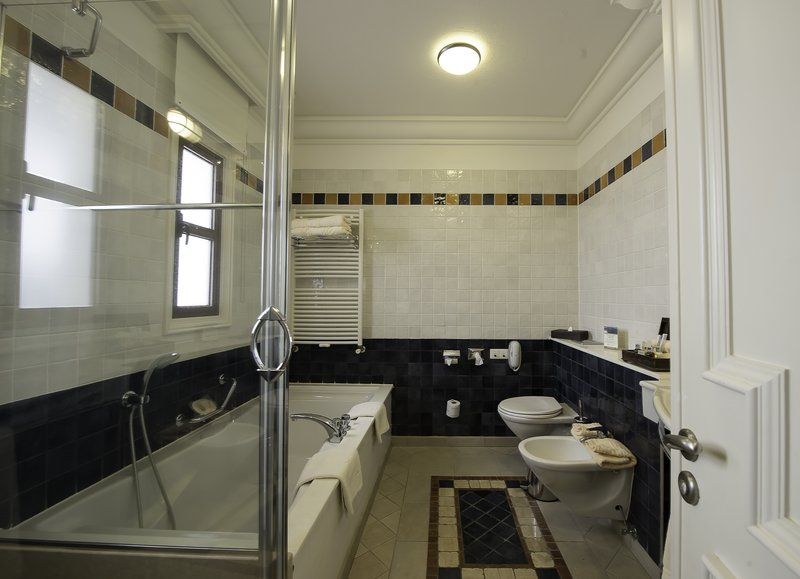 Executive Suite Garden View Bathroom