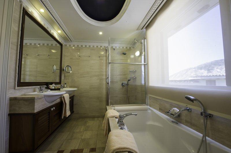 Executive Suite Sea View Main Building Bathroom