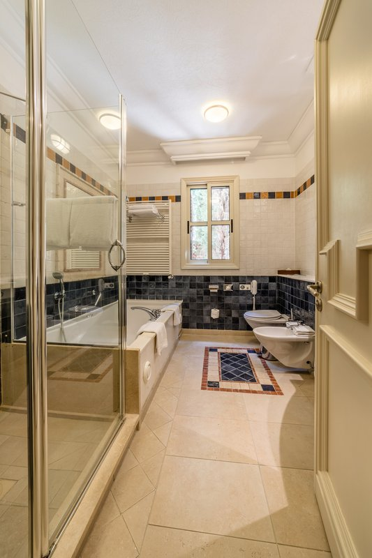 Eagles Nest Suite Bathroom