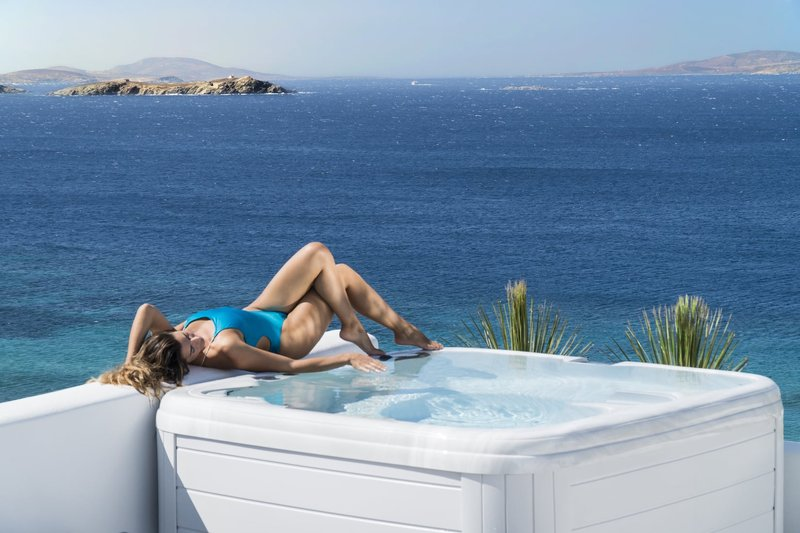 Glam Outdoor Hot Tub