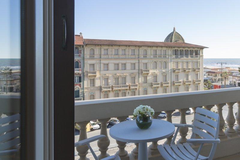 Deluxe Side Balcony