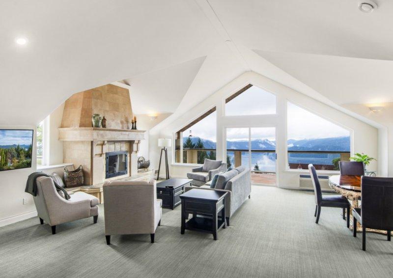 Aquila Penthouse Suite