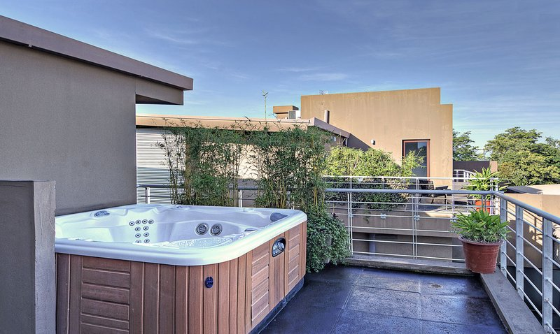 Penthouse private jacuzzi