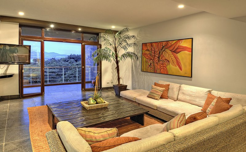 Treetop suite living room