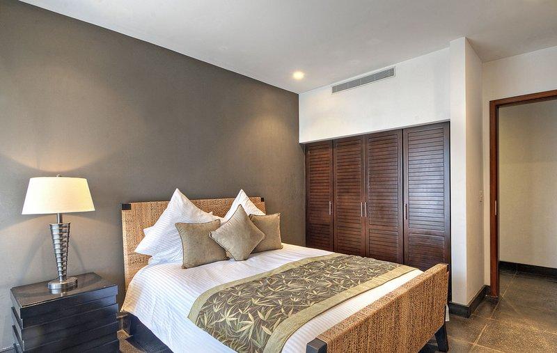 Rainforest Suite Queen bedroom
