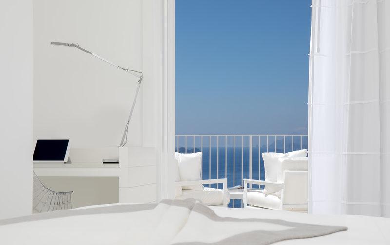 Grand De Luxe Balcony Perspective