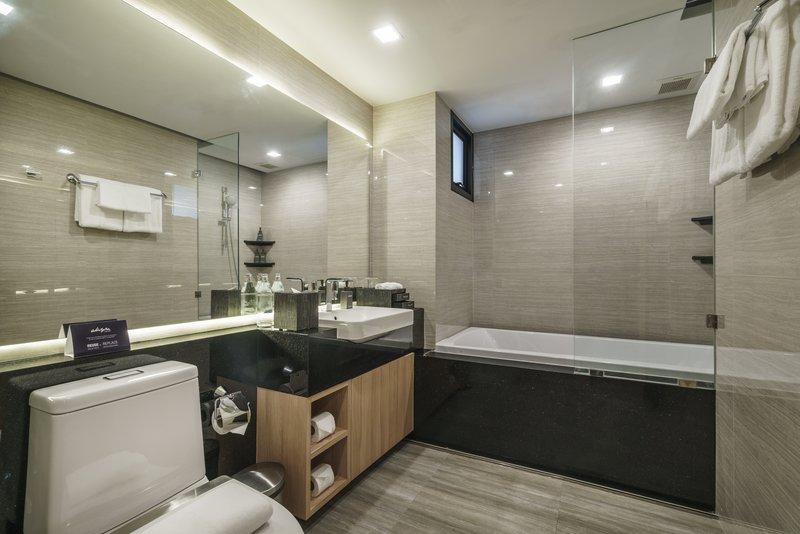 Akyra Sukhumvit Junior Suite Bathroom Bathtub