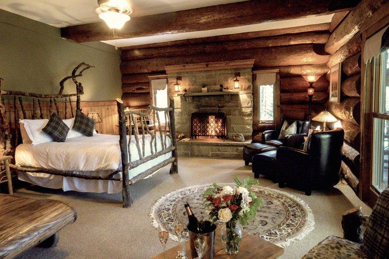 Romantic Fireplace Black Bear Junior Suite