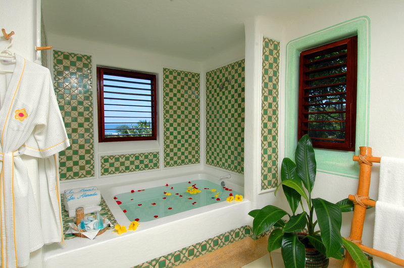 Ocean View Suite Deluxe Bathroom