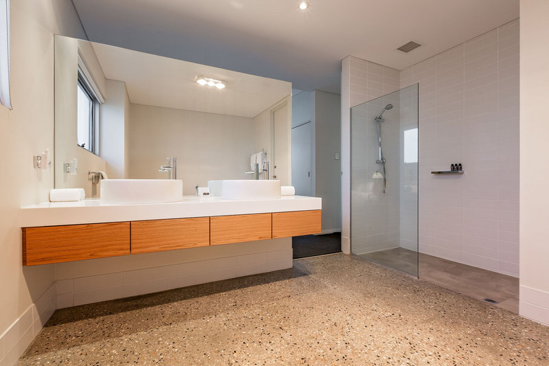 2 Bedroom Beach House Master Bathroom