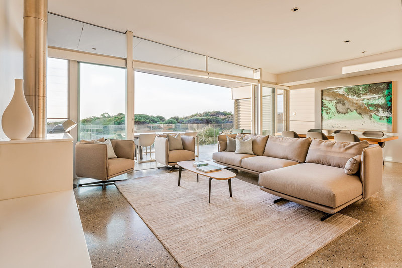 2 Bedroom Beach House Living Room