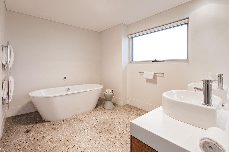2 Bedrm Beach House Master Bathroom