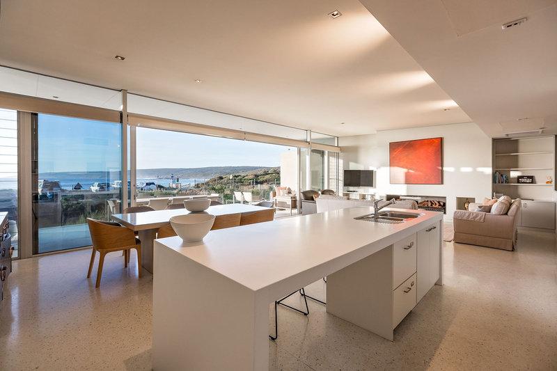 2 Bedroom Premium Beach House Kitchen