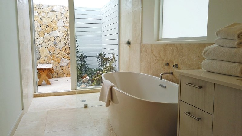 Oceanfront Coral Villa Bathroom