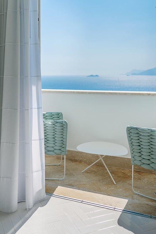Deluxe Corner Sea View Room balcony