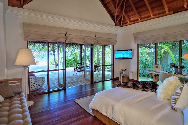 Deluxe Beach Bungalow With Pool - Bedroom
