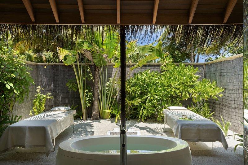 Two Bedroom Beach Pavilion - Outdoor Bath