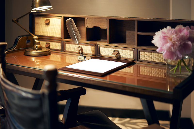 Premier Room Study Desk