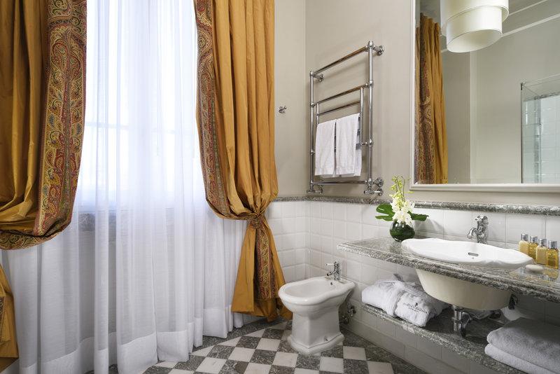 Bathroom Colonial Style