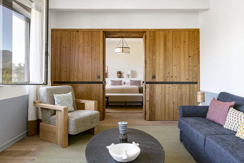 One-Bedroom Prestige Suite with Ventoux view