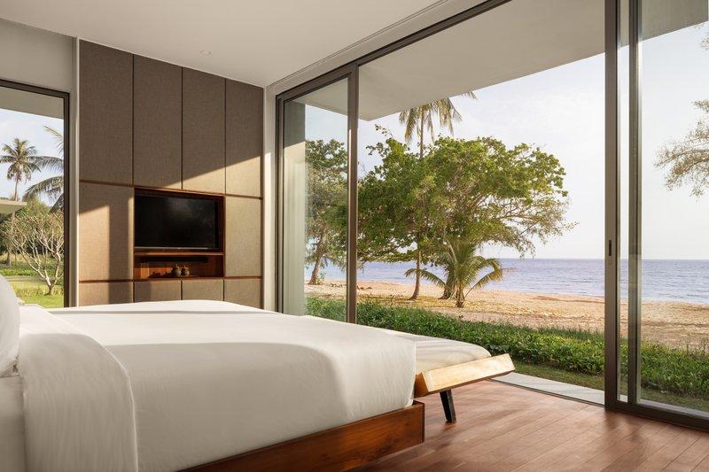 2 Bedroom Beach Front Master